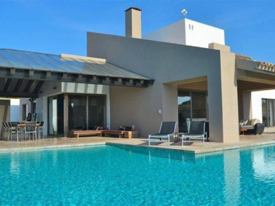 Benahavis, Contemporary villa in Benahavis on front line golf with stunning panoramic views