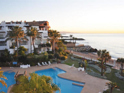 Marbella - Puerto Banus, Luxury penthouse apartment in Puerto Banus overlooking the beach