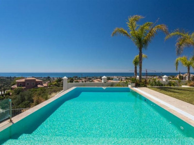 Benahavis, Stunning luxury villa property in Benahavis on a prestigious golf course with panoramic sea views