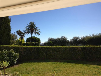 San Pedro de Alcantara, Beachfront apartment property in San Pedro de Alcantara with a private and communal garden