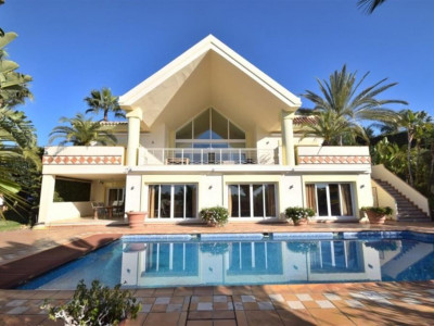 Nueva Andalucia, Magnificent villa property in Nueva Andalucia with views of the sea and golf valley