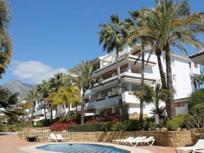 Marbella Golden Mile, Large apartment on the Marbella Golden Mile on a front line beach development