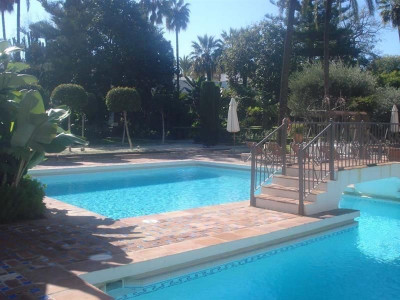Marbella - Puerto Banus, Spacious apartment in Puerto Banus close to the beach and all types of amenities