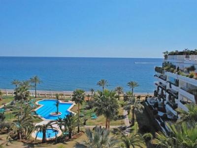 Marbella Golden Mile, Maravillosa ático primera linea de playa con vistas panorámicas al mar en Marbella