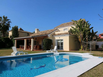 Nueva Andalucia, Large villa in lower Nueva Andalucia in a prestigious development within walking distance from Puerto Banus