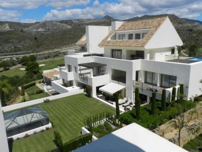 Benahavis, Contemporary apartment in Benahavis near the New Golden Mile on the Costa del Sol for sale