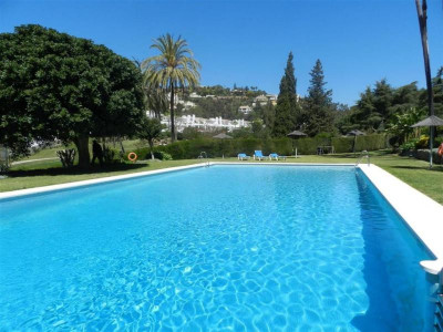 Benahavis, Luxurious apartment with stunning golf and pool views in Nueva Andalucia in Marbella
