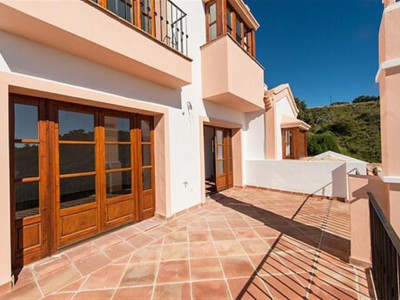 Benahavis, Quality townhouse for sale in La Heredia in Benahavis in a private gated community