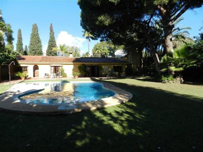 San Pedro de Alcantara, Very interesting villa on its own plot close to the beach and all amenities