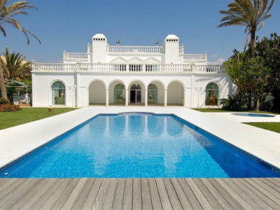 San Pedro de Alcantara, Luxury frontline beach villa for sale in San Pedro de Alcantara