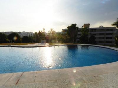 Nueva Andalucia, Apartamento de dos dormitorios en urbanización con grandes jardines tropicales en Nueva Andalucía, Marbella