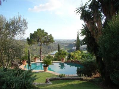 Villa  for sale in  El Madroñal - Benahavis Villa