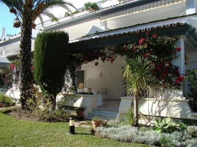 Estepona, Beautiful 3 bedroom ground floor apartment in Estepona
