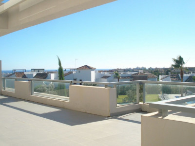 Benahavis, 2 bedrooms apartment with big terrace and views to the sea and to the golf