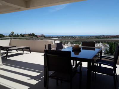 Benahavis, Fabulous 2 bedroom apartment with sea views