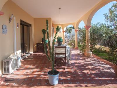 Villa en venta en Don Pedro, Estepona