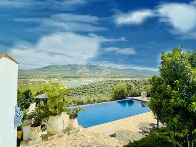 Villa in Iznajar