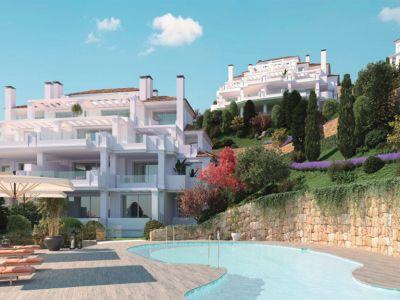 Neue moderne Wohnungen oberhalb von Puerto Banús