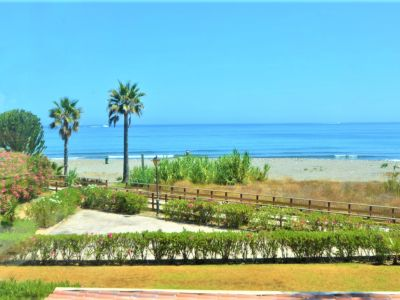 Beachfront villa in Puerto Banus
