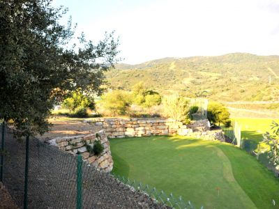Plot next to golf course in Elviria