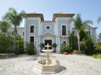 Classic style villa with golf views in La Zagaleta.
