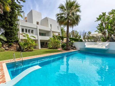 Stylische Villa in erster Golfplatzlinie im Nueva Andalucia Golftal