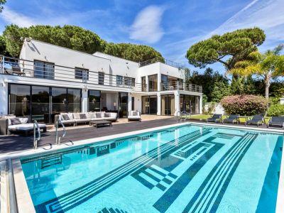 Villa in 1. Strandlinie in Cabopino, Marbella Ost