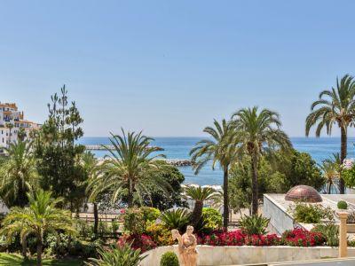 Prestigious frontline beach apartment with open sea views in Puerto Banús