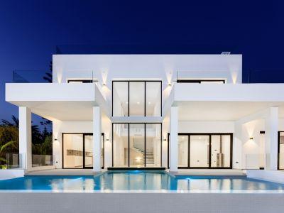 Beautiful Villa in Marbesa with sea views