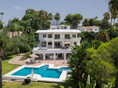 Large Detached Villa set on large plot in Aloha