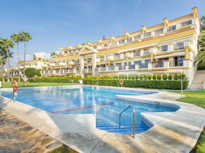 Top modern beachfront apartment in Elviria