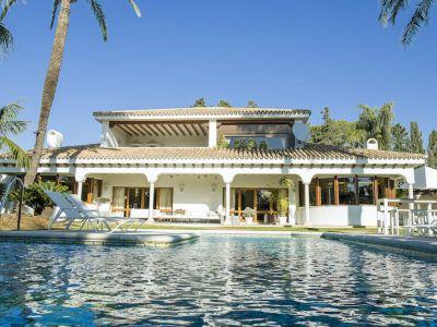 Villa mit großem Grundstück in Guadalmina Baja