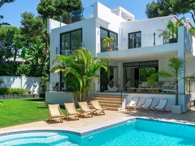 Marbella, Modern luxury villa in Los Monteros next to the beach