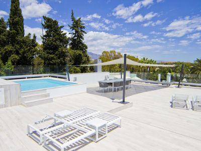 Neubauvilla neben dem Golf Clubhaus in Guadalmina Alta