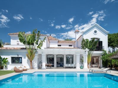 Elegant beachside villa in Guadalmina Baja