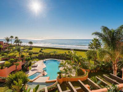 Frontline beach luxury penthouse in Los Monteros Marbella