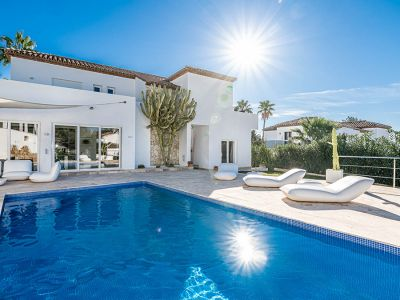 Modern Andalucian villa in a gated community, Golf Valley