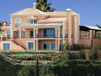 Frontline golf villa with panoramic sea views