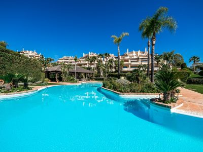 Luxurious Golf front apartment in Benahavis