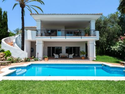 Elegant villa with sea views in El Rosario Marbella