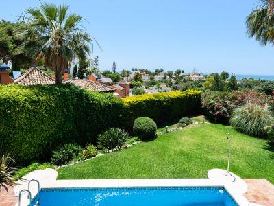 Elegante Villa mit Meerblick in El Roario Marbella