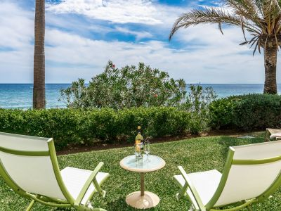 Privileged garden apartment directly on the beach in Rio Real
