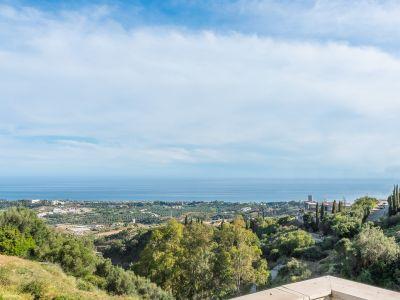 Luxurious penthouse with panoramic views in Altos de Los Monteros Marbella