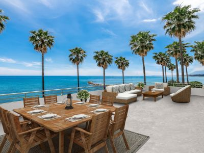 Spectacular large beach front apartment to renovate!