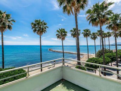 Gran apartamento frente a la playa para reformar