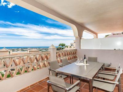 Moderne Wohnung mit wunderschönem Meerblick in Wohnanlage, Benahavís