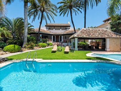 Villa 150m from the beach in Las Chapas Playa Marbella