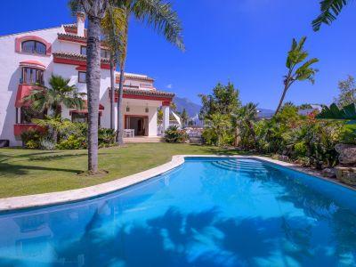 Beautiful villa in Altos de Puente Romano