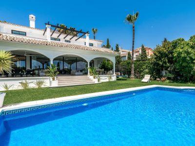 Hermosa villa moderna de estilo andaluz con vistas al mar