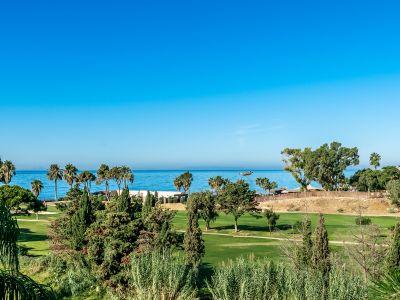 Luxuspenthaus am Strand mit Meer- und Golfblick